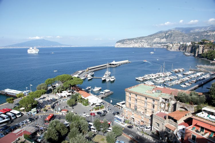 Porto di Sorrento, in arrivo i privati per l'affare security: appalto da 120mila euro
