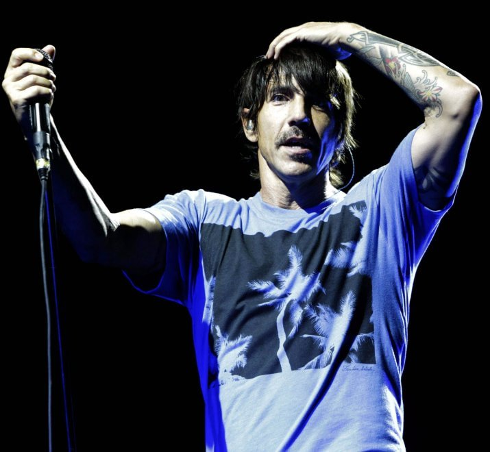 Malore per il cantante dei Red Hot Chili Peppers: concerto annullato