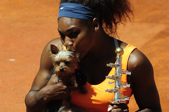 Mangia cibo per cani, malore per Serena Williams