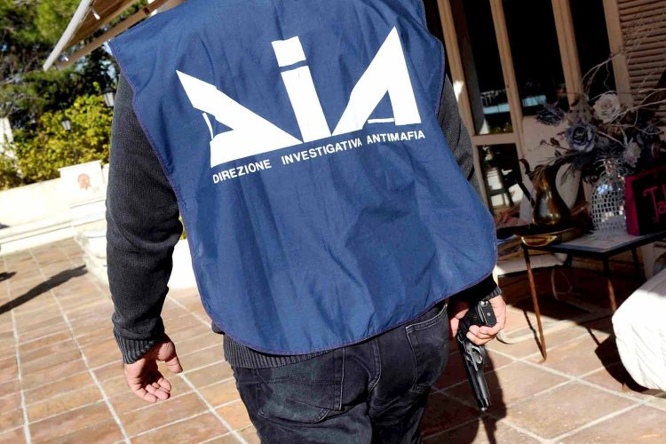 Camorra:  blitz all'alba, 51 arresti a Napoli