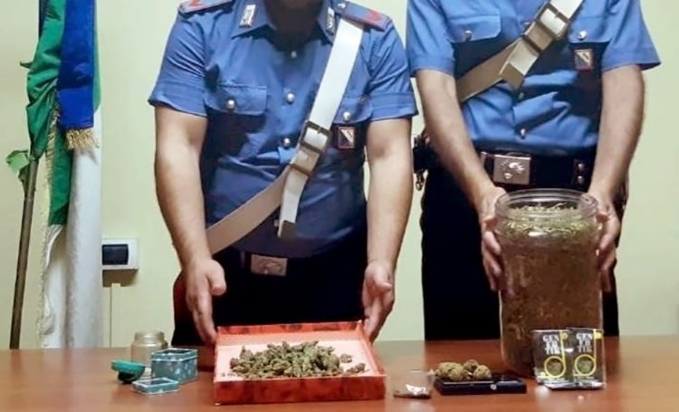 Criminalità: marijuana e pistola sequestrate a Ercolano