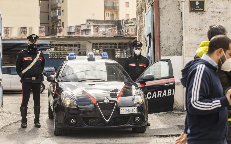 L'assassino è in fuga. Sotto torchio i complici