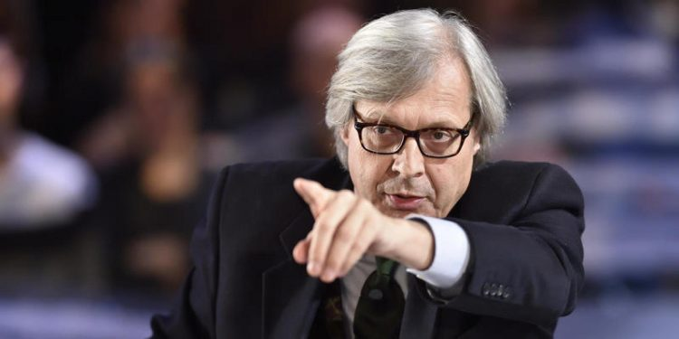 Sgarbi e il Mc Donald in Galleria: «De Magistris è più vergognoso dei Big Mac»