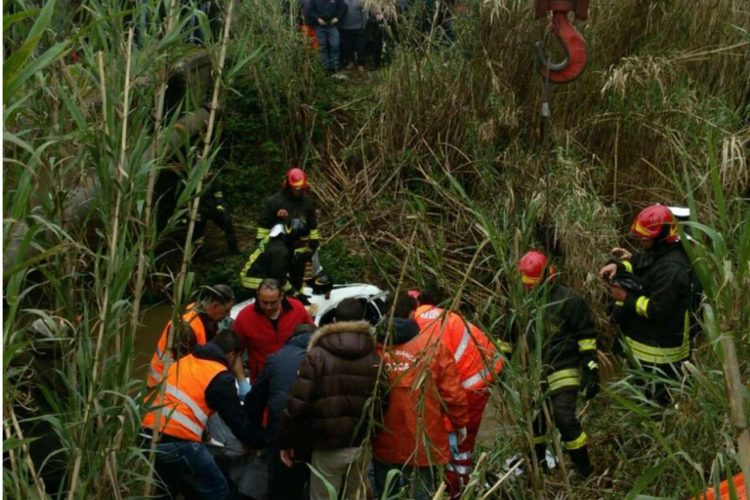 Maltempo. Auto cade in un torrente: due morti in Calabria