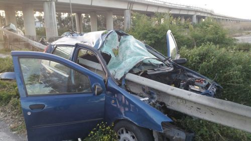 Castel Volturno, incidente mortale: auto trafitta dal guardrail  e conducente in fuga