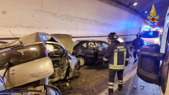 Incidente stradale nell'avellinese: un morto e due feriti