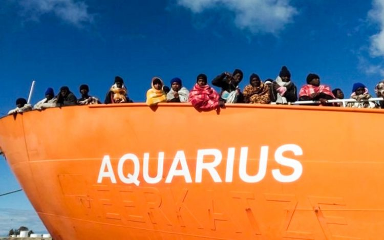 Migranti: de Magistris, Aquarius venga a Napoli