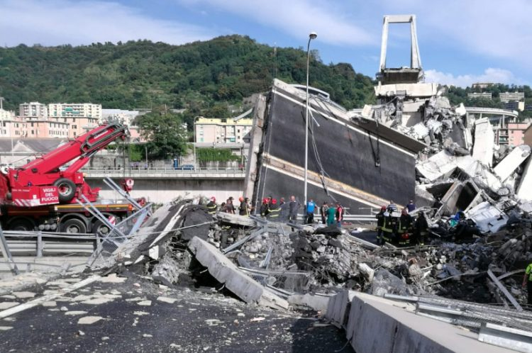 Crollo del ponte Morandi: de Magistris, rissa e selfie, livelli nauseanti. Serve messa in sicurezza del Paese