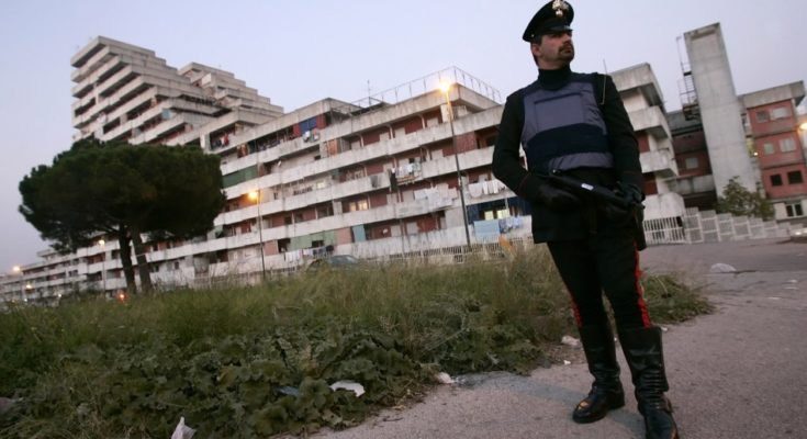 Blitz a Scampia: in manette 12 pusher