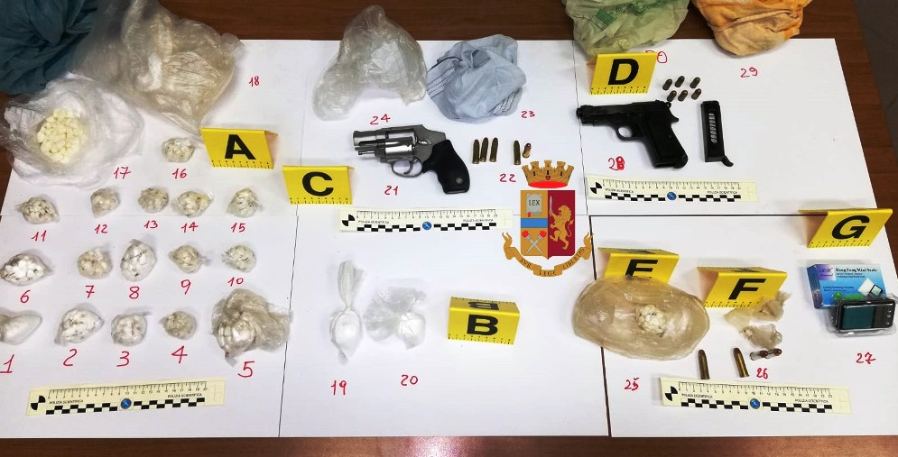 Castellammare. Blitz all'Aranciata Faito, sequestrate armi e droga